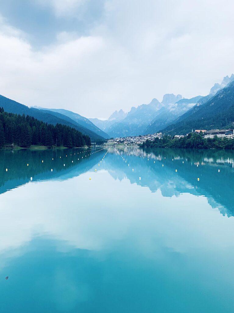 Auronzo di Cadore, vista lago Santa Caterina colore blu
