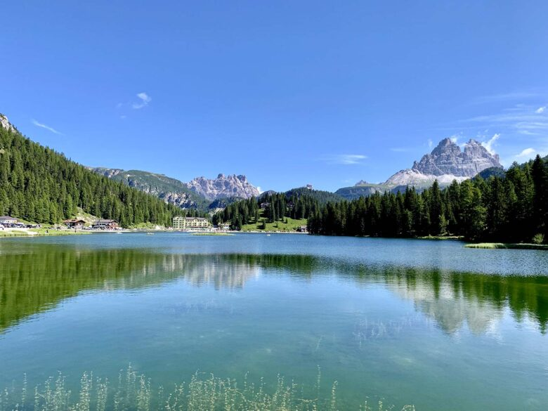 Vista del Lago di Misurina e delle Tre Cime di Lavaredo