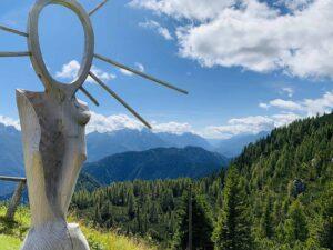 Pian dei Buoi - rifugio Ciareido statua legno