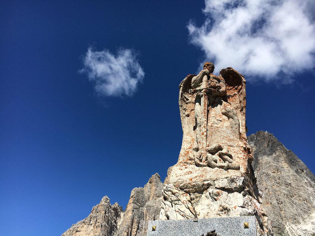 Monumento ai Caduti dei Bersaglieri alle Tre Cime di Lavaredo