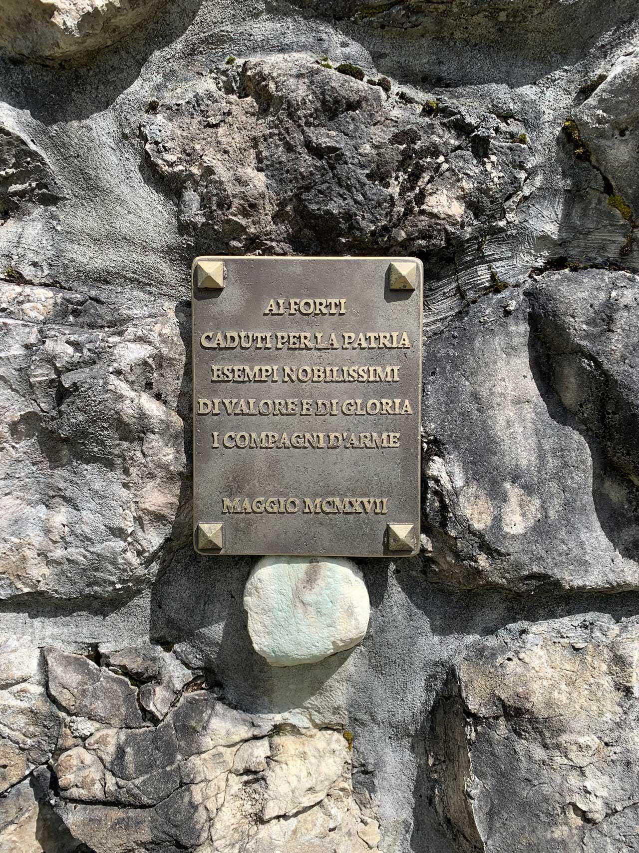 Auronzo-storia-Val-Marzon-cimitero-guerra-lapide