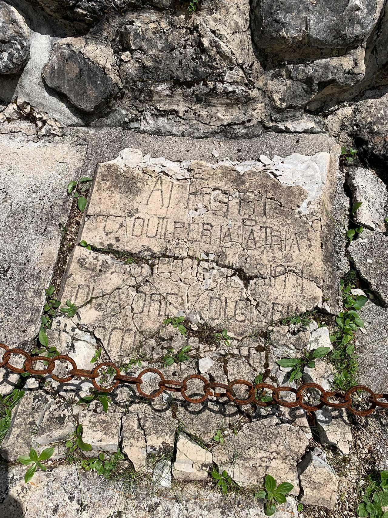 Auronzo-storia-Val-Marzon-lapide original del cimitero di guerra del 1917